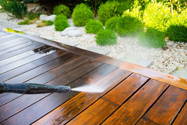 How-to-clean-decking